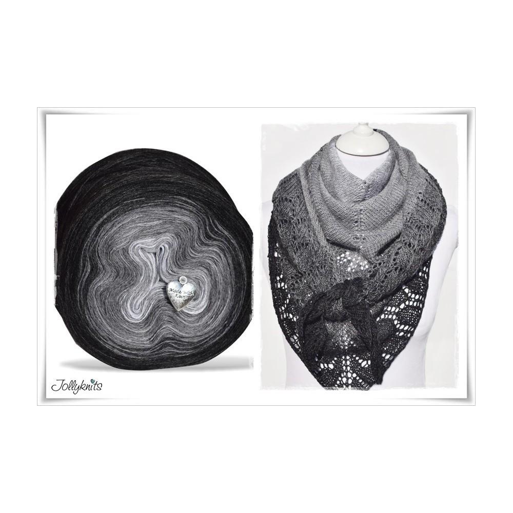 Product bundle Knitting pattern + Gradient Yarn Merino BLACK CHRISTMAS